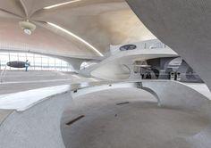 max-touhey-photographs-JFK-TWA-terminal-prior-to-renovation-designboom-08