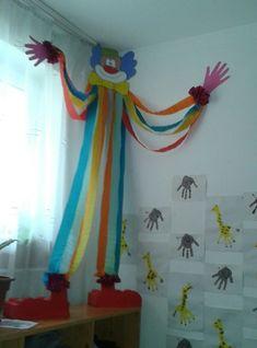 Kunst Grundschule - Quer deixar sua sala mais alegre e com a magia do circo? Então aqui estão ó. Circus Crafts, Carnival Crafts, Carnival Themes, Clown Crafts, Preschool Circus, Kids Crafts, Diy And Crafts, Arts And Crafts, Paper Crafts