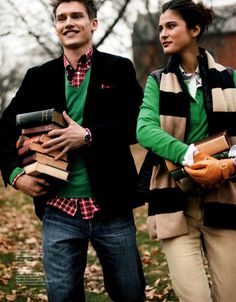 Students with books. Gant's Fall/Winter 2010 Campaign. Him: Casual cord blazer. Pure cashmere V-neck. Her: Quilted vest. Style Preppy, Preppy Mode, Preppy Girl, Preppy Family, Preppy Outfits, New England Prep, New England Style, Lily Pulitzer, Preppy Handbook