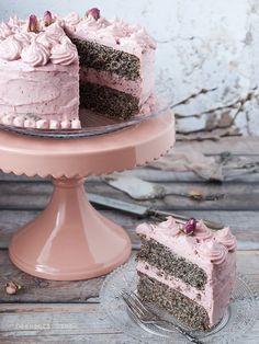 Epres-mákos torta Plated Desserts, Vegan Desserts, Fun Desserts, French Desserts, Sweet Recipes, Cake Recipes, Dessert Recipes, Birthday Cake Shop, Hungarian Desserts