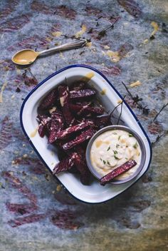 How to prepare beets in the most delicious way? Roast them! Roast them and have them alongside my dleicious horseradish white bean dip. Fall Dinner Recipes, Fall Recipes, My Recipes, Vegan Recipes, White Bean Dip, White Beans, Kidney Recipes, Kidney Foods, Beet Chips