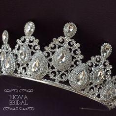************Bridal Crystal Tiara************ Bridal Tiara, Silver Tiara, Crystal Bridal Crown, Wedding Tiara, Wedding Hair Accessory, Wedding Headpiece, Bridal Hairpiece, Swarovski Crystals, Beautiful sparkling crown with silver-clad Swarovski crystals. Im sure you will get a lot of praise. A Bridal Crown, Bridal Tiara, Bridal Headpieces, Shoulder Jewelry, Silver Tiara, Swarovski Stones, Crystal Crown, Crystal Wedding, Wedding Hair Accessories