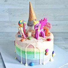 Unicorn Cake from The Sugarbites Bakery Single Tier Cake, Single Layer Cakes, Raspberry Smoothie, Apple Smoothies, Beautiful Cakes, Amazing Cakes, Glitter Cake, Glitter Balloons, My Little Pony Party