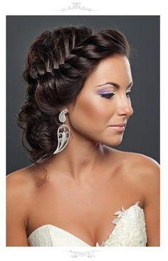 свадебная прическа с плетением, свадебная прическа с французской косой на средние волосы фото