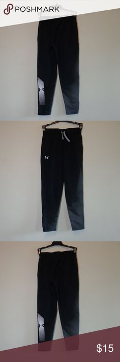underArmour youth small pant OFFERS WELCOME! Brand:under armour Size: YSM youth small Color: black white white to accent the under armour logo i also have one in gray preowned I can combine shipping if items are under 5 lbs. Please feel free to ask questions about any of the items in my closet. Under Armour Bottoms