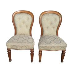 A pair of newly upholstered Edwardian oak spoon back salon chairs Retro Furniture, Antique Furniture, Salon Chairs, Mid Century Furniture, Spoon, Dining Chairs, Traditional, Antiques, Home Decor
