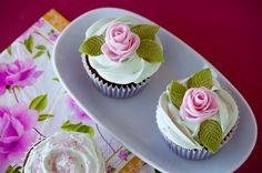 Cupcakes are my new love: After Eight Cupckes (Cupcakes de chocolate y menta, ¡con mis primeras rosas!)