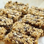Make your own healthy homemade snacks recipes, granola bars, venison jerky, guacamole. Inexpensive and delicious without preservatives and toxic ingredients. Chocolate Chip Granola Bars, Homemade Granola Bars, Chocolate Chips, Homemade Oatmeal, Healthy Chocolate, Homemade Chocolate, How To Make Granola, Making Granola, Law Carb