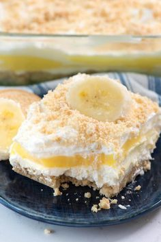 No Bake Banana Pudding Dream Dessert - this easy dessert lasagna recipe is made with BANANA pudding, no bake cheesecake and a Golden Oreo Crust!