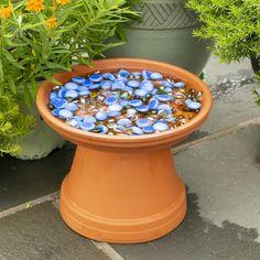 Garden Yard Ideas, Diy Garden Projects, Diy Garden Decor, Lawn And Garden, Cool Garden Ideas, Recycled Garden Crafts, Outdoor Garden Decor, Outdoor Crafts, Diy Bird Bath