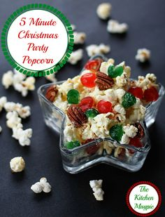 FIVE minute Christmas Popcorn!! This is the perfect holiday party food! Recipe from @kitchenmagpie