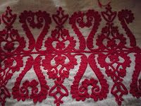 Kalotoszeg is an area in Transylvania, Romania, most of which was at one time Hungarian. Folk traditions in this area are still abundant. Hungarian Embroidery, Embroidery Applique, Embroidery Patterns, Floral Embroidery, Transylvania Romania, How To Train Your, Chain Stitch, Folk Art, Textiles