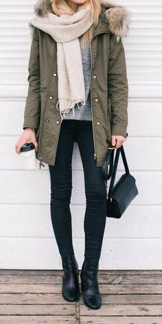 5edeb31a Para el invierno Los pantalones jeans, las botas negras, el abrigo verde,  el sueter gris, la bufanda blanca Cuestan $60 / 55.21€