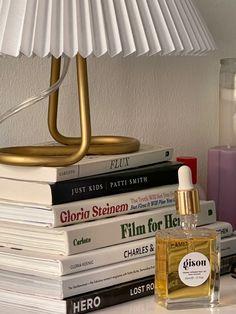 Book Aesthetic, Aesthetic Bedroom, My New Room, My Room, Bedroom Inspo, Bedroom Decor, Estilo Madison Beer, Dream Apartment, Dream Rooms