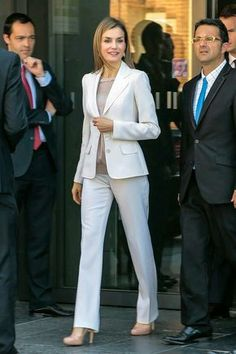 World's Best Queen Letizia Of Spain Attends The Congress Of Uncommon Diseases Stock Pictures, Photos, and Images - Getty Images Office Fashion, Work Fashion, Fashion Outfits, Business Outfits, Office Outfits, Suits For Women, Clothes For Women, Power Dressing, Queen Letizia