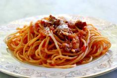 MAKING THIS FOR DINNER TONIGHT ;) Quick and easy spaghetti recipe with Italian sausage. The tomato-based sauce gets its seasoning from the sweet and spicy sausages. Our favorite way of serving spaghetti. Italian Sausage Spaghetti, Italian Sausage Recipes, Spicy Sausage, Italian Pasta, Italian Sausages, Sausage Rolls, Sauce Spaghetti, Spaghetti Recipes, Al Dente