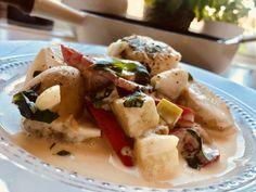 Fiskegryte med snøfrisk og poteter – Henriettes matblogg Potato Salad, Potatoes, Eggs, Chicken, Meat, Breakfast, Ethnic Recipes, Food, Red Peppers