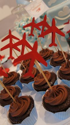 Cupcakes com toppers de avião!  008 by PraGenteMiúda, via Flickr