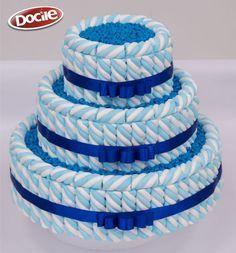 Como fazer Bolo Fake com Marshmallow - DIY Baby Shower Cakes, Baby Shower Themes, Baby Boy Shower, Bolo Fake, Candy Cakes, Candy Bouquet, Candy Table, Frozen Birthday, Sprinkles