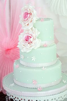 Gorgeous cake by @cupolicious on sweet table by Partyerie   #sweet table #mint #weddingcake