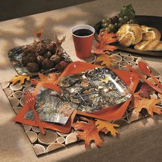 These hunting-themed dessert plates and beverage napkins are a sure shot for wedding receptions, birthday parties, bachelor parties and more.