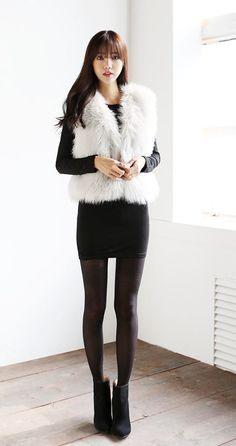 Korean Fashion – How to Dress up Korean Style – Designer Fashion Tips In Pantyhose, Nylons, Fashion Models, Fashion Outfits, Womens Fashion, Fashion Shops, Winter Outfits Women, Outfit Winter, Différents Styles