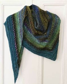 Ravelry: Noro Woven Stitch Shawl pattern by Z apasi - free Shawl Patterns, Knitting Patterns, Crochet Patterns, Knitting Tutorials, Stitch Patterns, Knitted Shawls, Crochet Scarves, Knitting Scarves, Knit Or Crochet