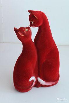 Влюбленные Кошки - две соединенные статуэтки, в виде копилки. Высота кошки - копилки, высота 26 см. Керамические, с бархатным покрытием