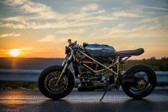 I fully love specifically what these people did with this specialty Ducati 996, Moto Ducati, Triumph Cafe Racer, Cafe Racer Motorcycle, Cafe Racers, Norton Cafe Racer, Modern Cafe Racer, Ducati Hypermotard, Retro Cafe