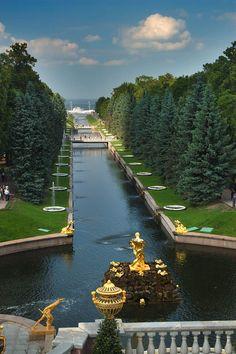 Peterhof, St Petersburg, Russia. chateau-de-luxe.tumblr.com love lace leopard <3