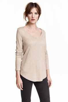 Long-sleeved V-neck top in jersey. 10 H&M