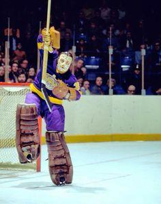 Great Hockey Photos You've Just Seen for the First Time! Hockey Goalie, Hockey Teams, Ice Hockey, Al Smith, La Kings Hockey, Goalie Mask, Star Wars, Vancouver Canucks, National Hockey League