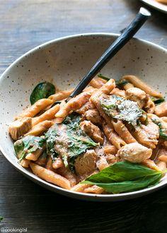 One Pot Creamy Tomato Chicken Spinach Pasta Recipe – Cooking LSL