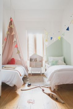 Péa les maisons. Girl and boy in a shared bedroom: design ideas