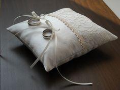 Ringkissen 'Vintage' mit Spitze von Hochzeitsstube auf DaWanda.com