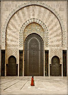Casablanca. The Hassan II Mosque in Casablanca is the 7th largest mosque in the world. Its minaret is the world's tallest at 210 metres. Completed in 1993