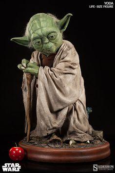 Star Wars Yoda Life-Size Figure by Sideshow Collectibles | Sideshow Collectibles