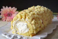Il rotolo mimosa è la mia ricetta dedicata al mese di marzo ed alla festa della donna. Come alternativa alla classica torta mimosa, che tanto