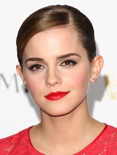 Pair red lips with pink cheeks for a romantic wedding look like Emma Watson. Celebrity Makeup Looks, Celebrity Beauty, Beauty Makeup, Hair Makeup, Hair Beauty, Glamour Makeup, Red Makeup, Makeup Geek, Eyeshadow Makeup
