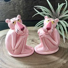 Vintage salt and pepper shakers Pink Love, Pretty In Pink, Pink And Green, Asian Teapots, Mini Washing Machine, Pink Panthers, Salt And Pepper Set, Everything Pink, Salt Pepper Shakers