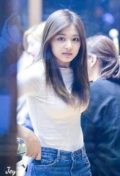 Tzuyu is such a beauty Korean Beauty, Asian Beauty, Cute Beauty, Beautiful Asian Women, Korean Actresses, Sexy Asian Girls, Ulzzang Girl, Korean Girl Groups, Kpop Girls