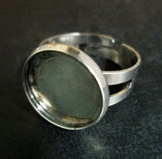 These antique silver plated bezel ring blanks hold a 14mm cabochon. They are a lovely ring and they have a nice thick band! These are adjustable, so they fit most sizes.  You can pick the amount you would like to purchase in the drop down menu!   The inner measurement holds an 14mm round cabochon or 15mm epoxy resin sticker.  These adjust in size ranging from 7-10  Lead and nickel free  I have shown an example of a finished ring using my 14mm glass cabochons. Here is a link to the cabs if…