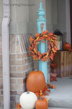 Fall Porch Ideas for Small Porches Halloween Veranda, Halloween Porch, Fall Halloween, Halloween Ideas, Wreath Stand, Small Front Porches, Home Decoracion, Porch Decorating, Decorating Ideas