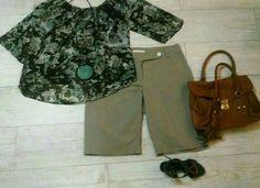 Bermuda caqui, blusa camuflada, bolsa caramelo, biju verde geometrica