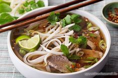 Vietnamese Beef Noodle Soup (Pho Bo):This popular soup from Vietnam features rice noodles,flavorful soup stock,medium rare slices of beef and fresh herbs. Asian Recipes, Beef Recipes, Soup Recipes, Cooking Recipes, Healthy Recipes, Ethnic Recipes, Beef Pho Soup Recipe, Pho Recipe Easy, Gourmet Recipes