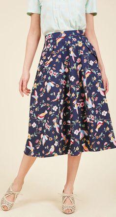 Beautiful floral/botanical print on this midi skirt!