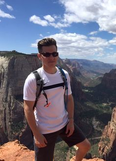 Who says #hiking clothes shouldn't fit well?  #Hiking to the top of the world at Angel's Landing in #ZionCanyon