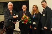 Darmkrebs-Kommunikationspreis für Dr. Ralph Schneider. Überreicht von Prof. Dr. Jürgen Riemann, Stiftung LebensBlicke