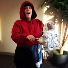 Elliott and E.T. 80s Costume Idea - this guy managed to actually look exactly like Elliott! More examples of this totally awesome costume idea here: http://www.liketotally80s.com/2015/09/80s-costume-elliott-et/