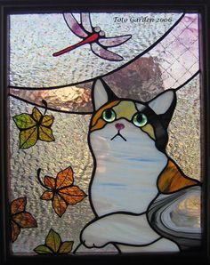 Cat with butterflies Faux Stained Glass, Stained Glass Projects, Fused Glass Art, Glass Wall Art, Stained Glass Patterns, Stained Glass Windows, Butterfly Stained Glass, Glass Vase, Mosaic Art